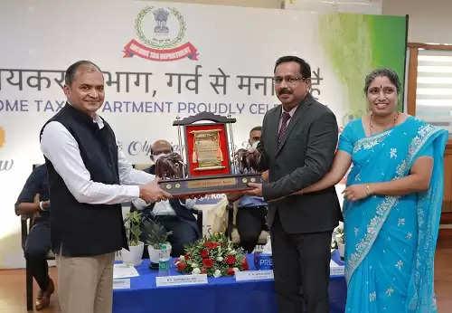 ഫെഡറൽ ബാങ്കിന് ആദായ നികുതി വകുപ്പിന്റെ പുരസ്കാരം.
